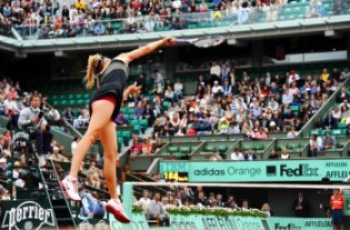 La clef ? Le service de Maria Sharapova (Source : France-Pari)